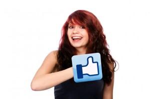 femme contente de gagner de l'argent avec Linkedin