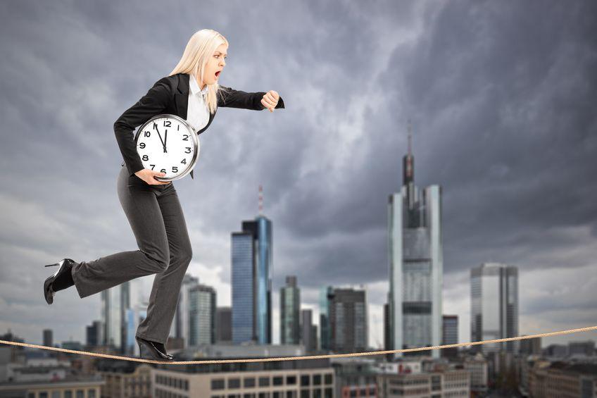 femme cherchant équilibre