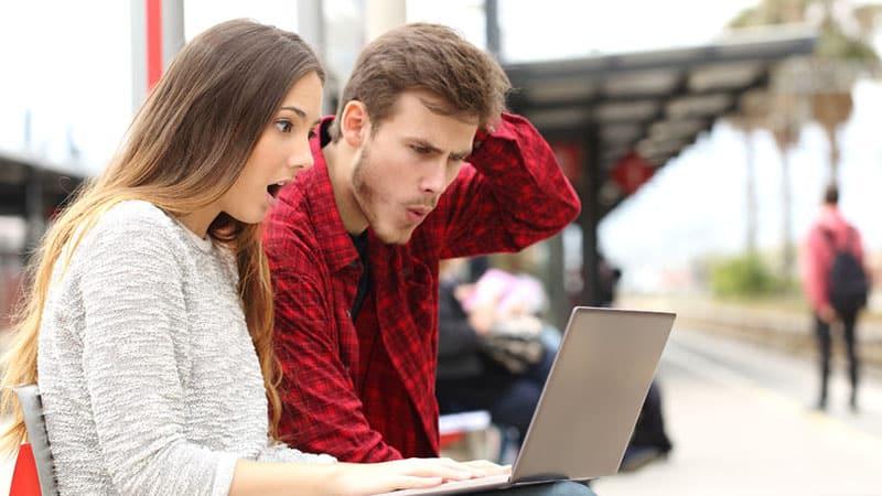 couple surpris des réseaux sociaux