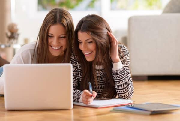 femmes entrepreneures partageant des conseils sur Wordpress