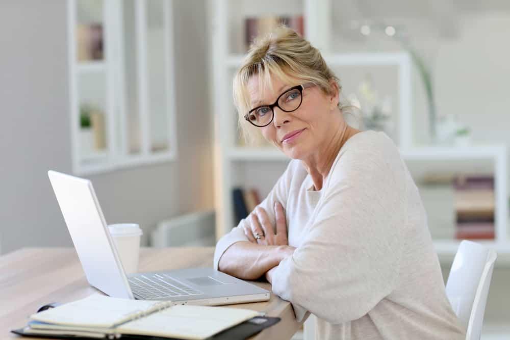 femmes entrepreneurs de 50 ans qui travaillent